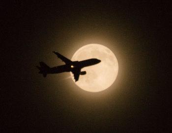 moon_jet20150602.jpg